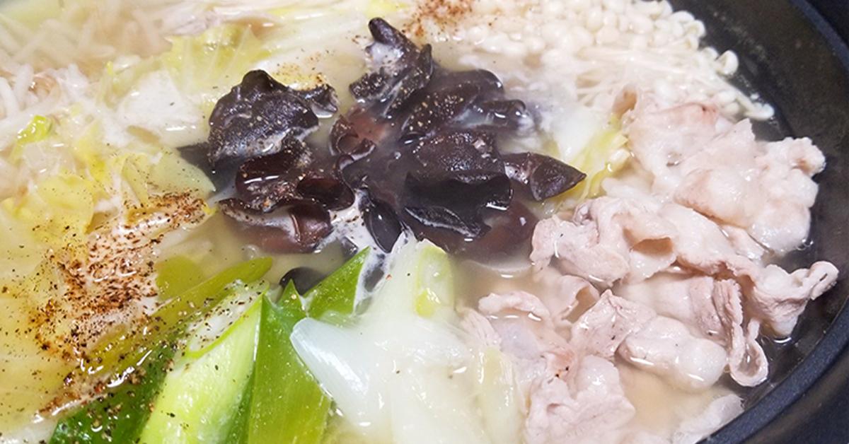 〆は麺で♪鳥取県・緑工房の純国産きくらげきくらげと豚バラの塩ニンニク鍋